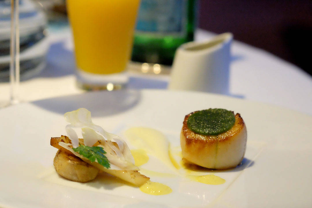"""Norske kamskjell! Seared Hand Dived Scallops with Herb """"Viennese"""", Braised Fennel, Endive with Roasted Pear, Onion Confit in Ginger and Turmeric Jus"""