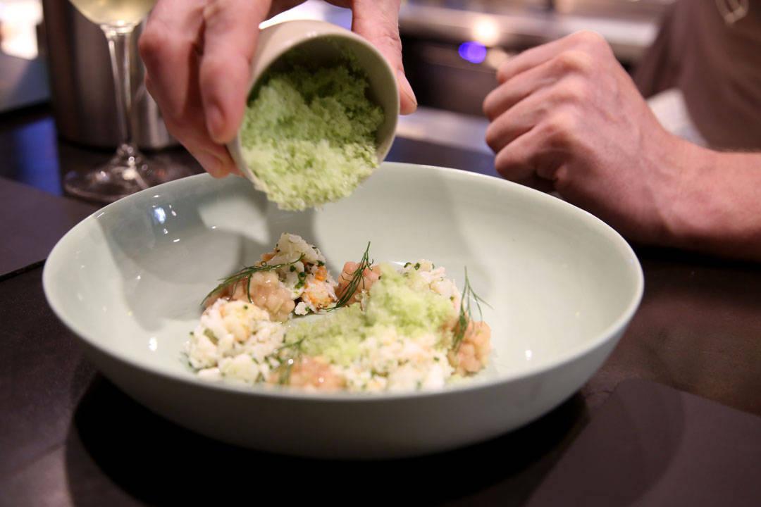 Kensington st. Social. Spanner crab med agurk granita. Foto: Helle Øder Valebrokk.