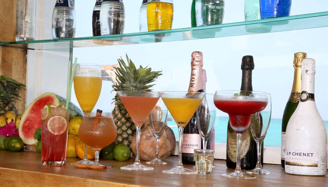 Tropiske drinker i Jetty-baren. Foto: Erik Valebrokk