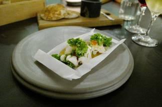 Torskehode-kebab med hjemmelaget polarbrød smaksatt med fennikel, rømme, lakserogn, vårløk og grønnkål. En fantastisk rett.