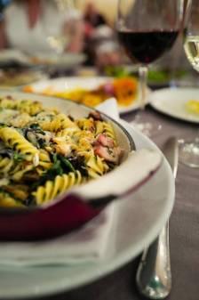 Grillet pasta med Chicken oysters (den lille deilige fileten som ligger nederst på ryggen). spinat og sopp.