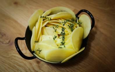 Potetformen er klar til å settes i ovnen.