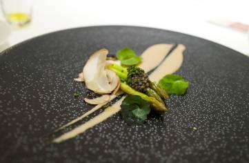 Grønne asparges med Imperial caviar og Perrechicos-majones (en sopp).