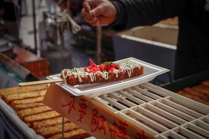 tamagoyaki (søt omsett på pinne)