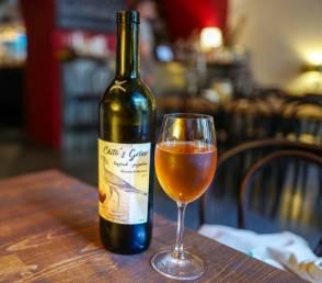 Chito's grino Nino Chitoshvili Hun som lager den er vinguide og dette er hennes første vin