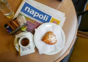 Kaffe og kaker i  Napoli