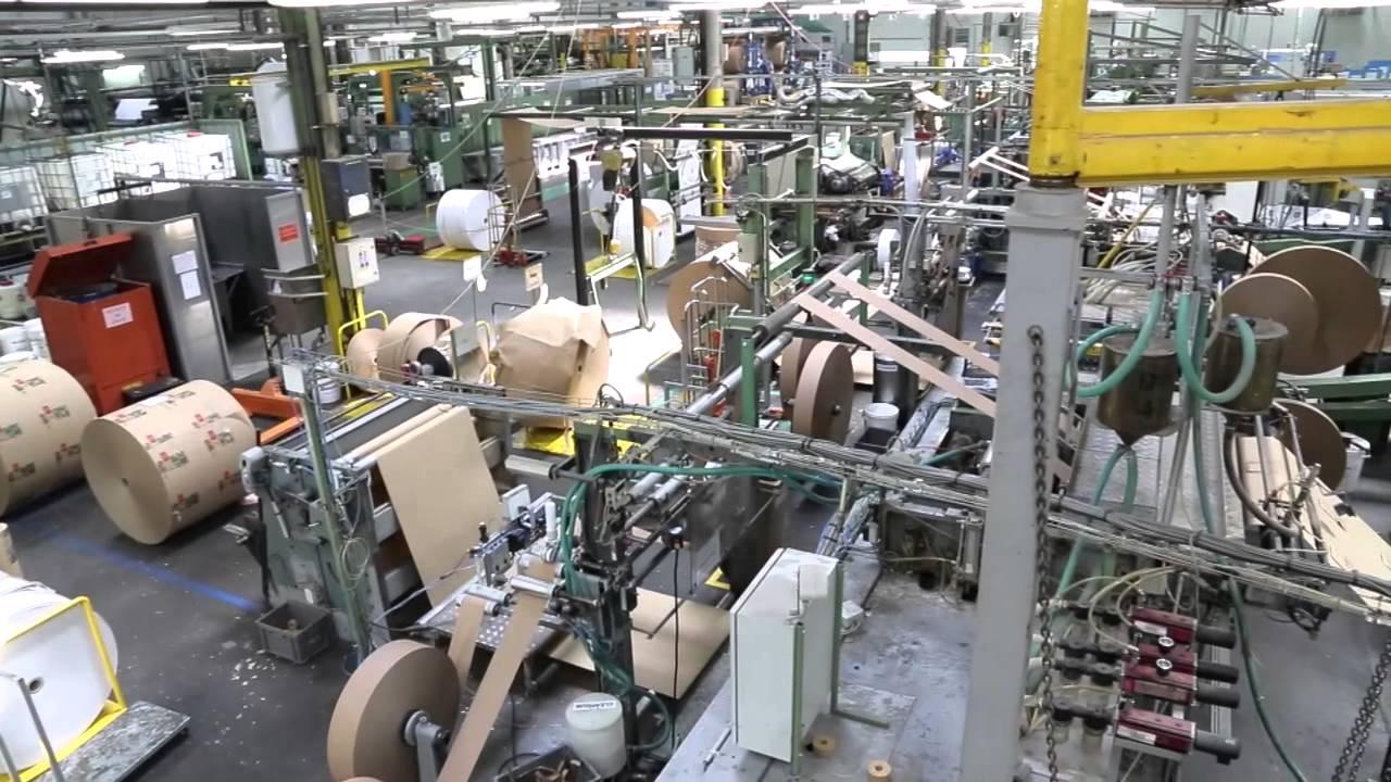 Une remise à neuf d'un éclairage dans un atelier de production . 32