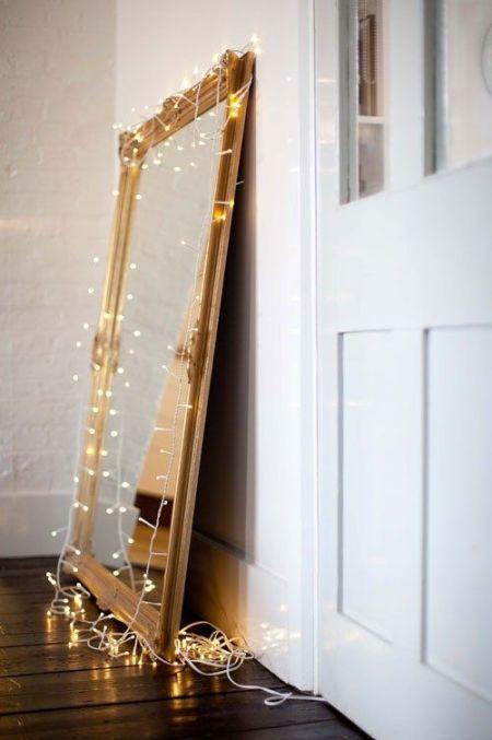 Guirlande lumineuse autour d'un miroir