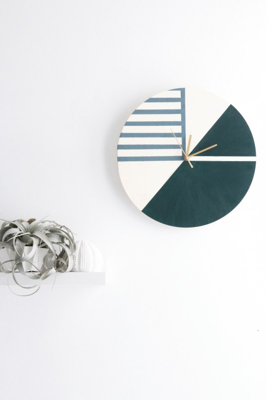 DIY Clock // Hëllø Blogzine blog deco & lifestyle www.hello-hello.fr