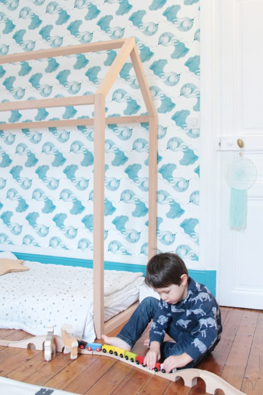 French Boy's Room Turquoise // Hëllø Blogzine blog deco & lifestyle www.hello-hello.fr #ateliermouti #blomkal #kids #kidsroom #ikea #train #lillabo