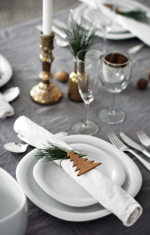 Déco table de fête rustique, naturelle et chic // Hëllø Blogzine blog deco & lifestyle www.hello-hello.fr #noel #table #christmas