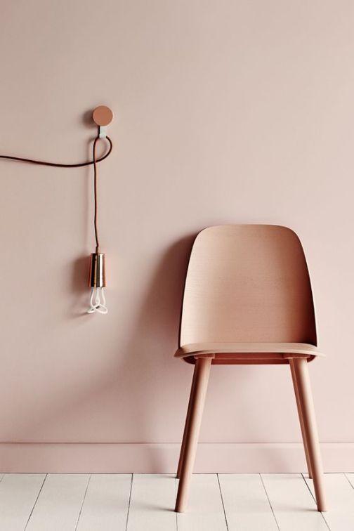 peindre-mur-et-meuble-dans-la-meme-couleur-rose