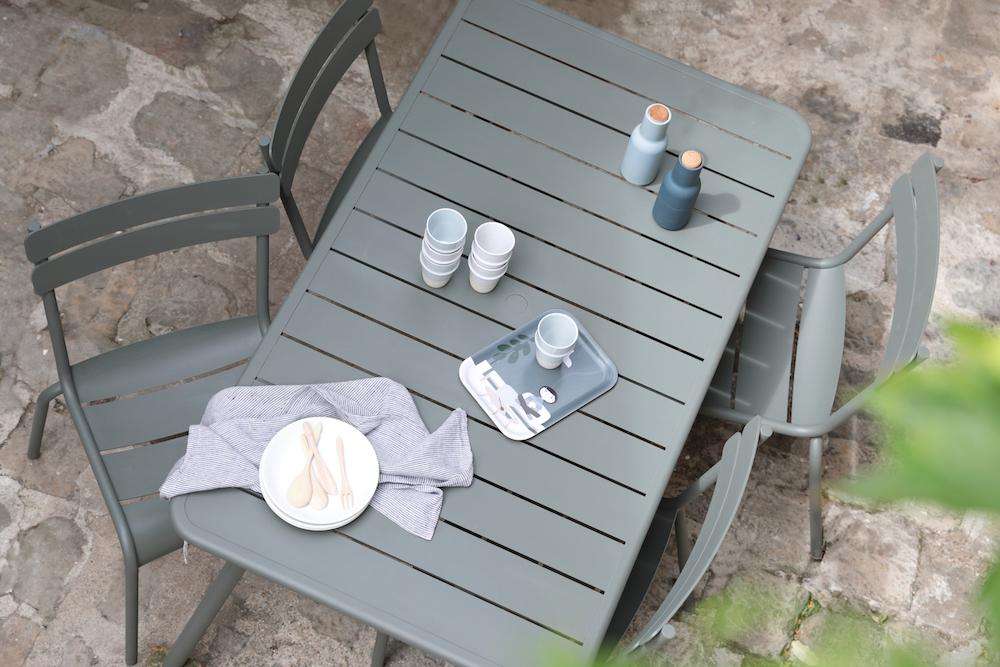 Chaises Luxembourg couleur romarin Fermob // Hëllø Blogzine blog deco & lifestyle www.hello-hello.fr
