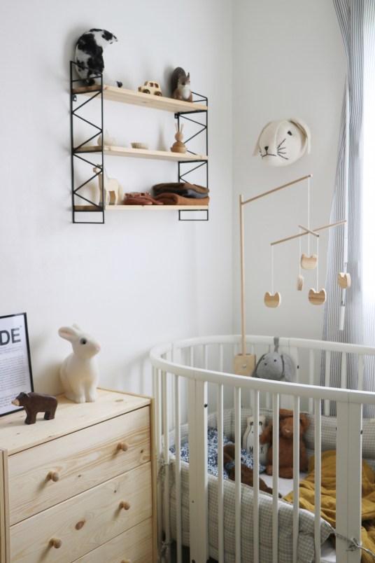 Déco chambre d'enfant rétro et nature. Lit Stokke // Hëllø Blogzine blog deco & lifestyle www.hello-hello.fr