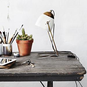 Lampe de bureau laiton Madam Stoltz // Hëllø Blogzine blog deco & lifestyle www.hello-hello.fr