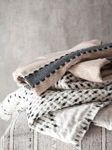 Jeté en coton écru et gris, 49,99€