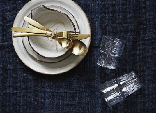 Des couverts dorés pour une table de fête // Hellø Blogzine - blog déco lifestyle - www.hello-hello.fr