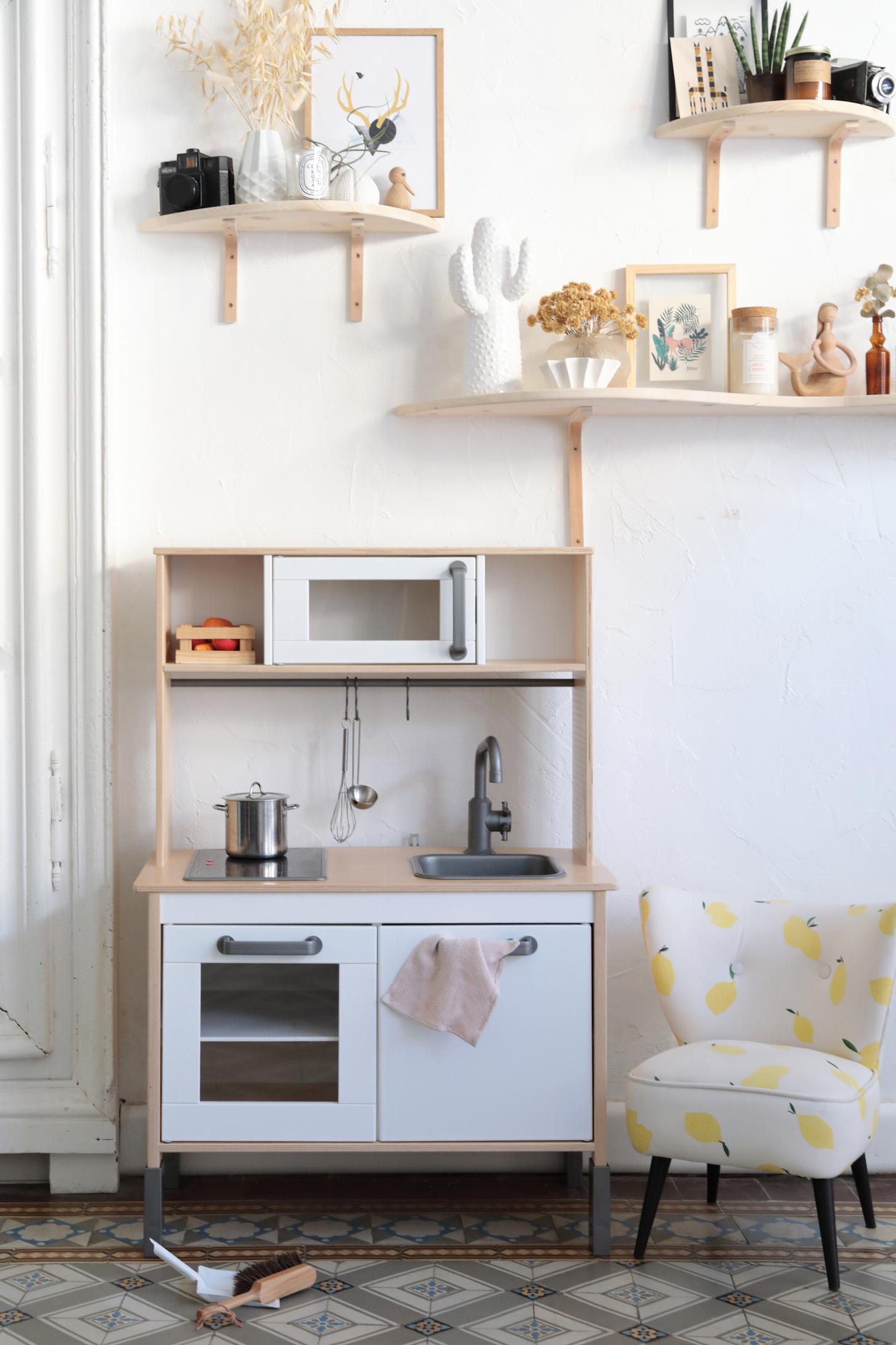 ikea hack comment relooker la cuisine pour enfant duktig. Black Bedroom Furniture Sets. Home Design Ideas