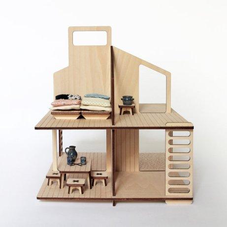 Maison de poupée en bois originale // Hëllø Blogzine blog deco & lifestyle www.hello-hello.fr