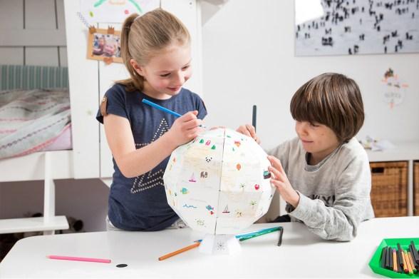 Mappemonde à colorier - Idées cadeaux de noël enfants mixte // Hëllø Blogzine blog deco & lifestyle www.hello-hello.fr