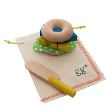 Donut en bois - Idées cadeaux de noël enfants mixte // Hëllø Blogzine blog deco & lifestyle www.hello-hello.fr