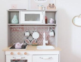 Ikea Hack : La cuisine pour enfant Duktig avec un twist rétro // Hëllø Blogzine blog deco & lifestyle www.hello-hello.fr