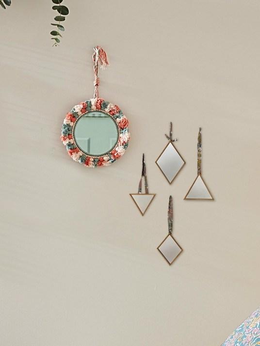 miroir-a-pompons-tricolores