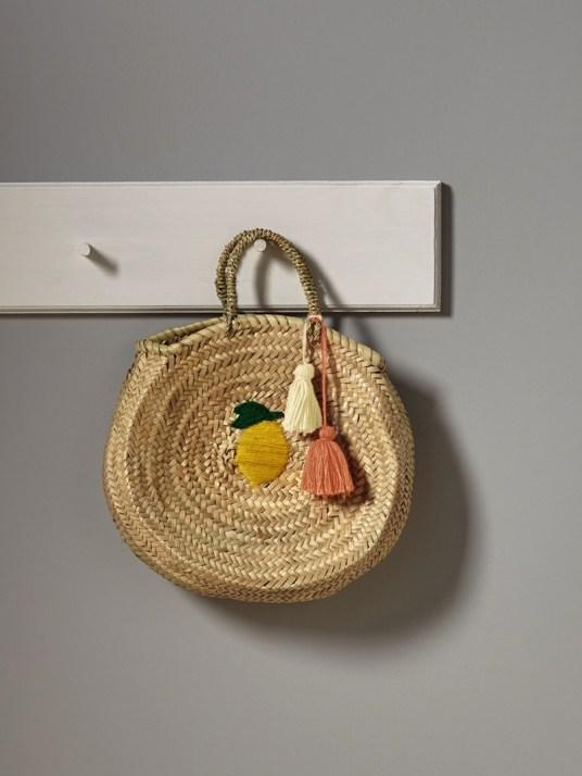panier-de-plage-citron-en-paille