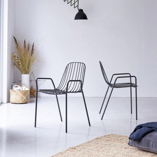 Chaise en métal noir // Hellø Blogzine - Blog déco Lifestyle - www.hello-hello.fr