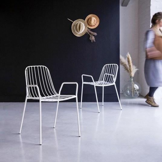 Chaise en métal blanc // Hellø Blogzine - Blog déco Lifestyle - www.hello-hello.fr