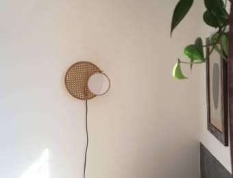 DIY : Une applique minimaliste en cannage // Hellø Blogzine blog deco lifestyle www.hello-hello.fr