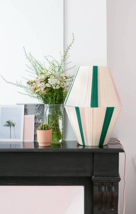 DIY – Une lampe en laine colorée // Hëllø Blogzine blog deco & lifestyle www.hello-hello.fr