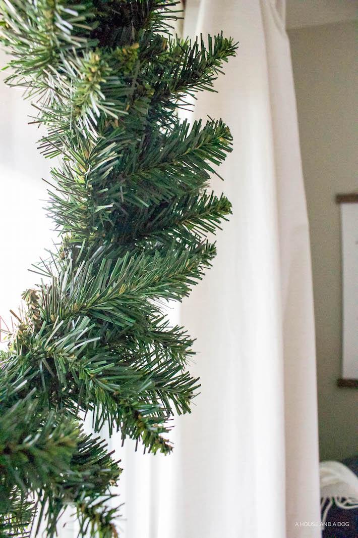 Modern Farmhouse Christmas - Living Room | helloallisonblog.com