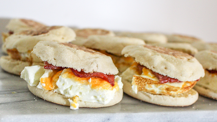 Make your own frozen breakfast sandwiches! | helloallisonblog.com