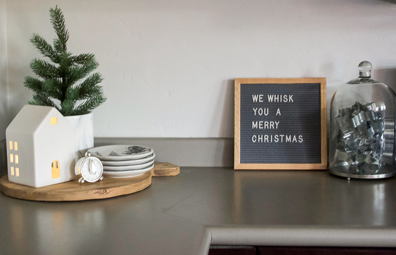 Christmas House Tour 2018 - Kitchen & Dining Room | helloallisonblog.com