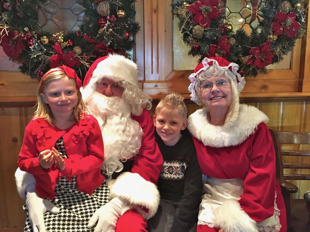 Breakfast with Santa at Pine Tavern