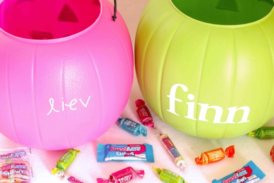 DIY Easy Monogramed Pumpkin Pails for Halloween remarks alphabet stickers