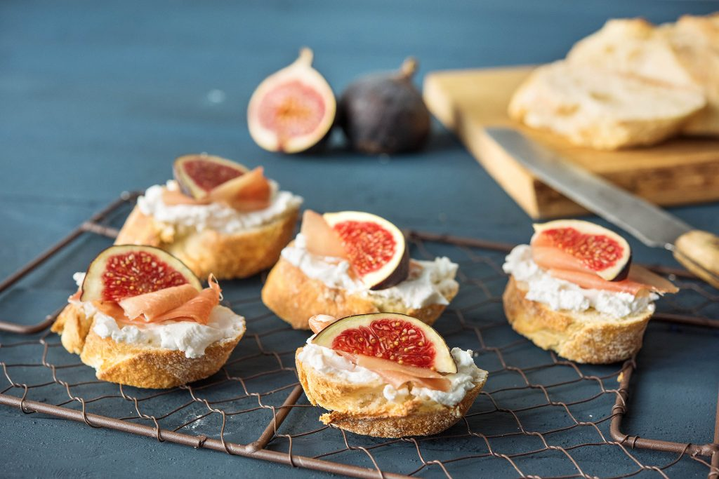 fig recipes-goat-cheese-prosciutto-crostini-HelloFresh