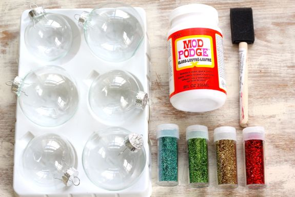 Diy glitter ornaments for Clear plastic craft ornaments michaels