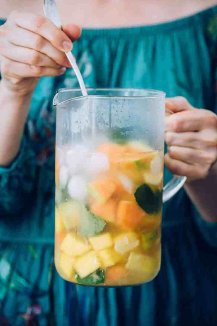 Sangria recipe with pineapple and mango
