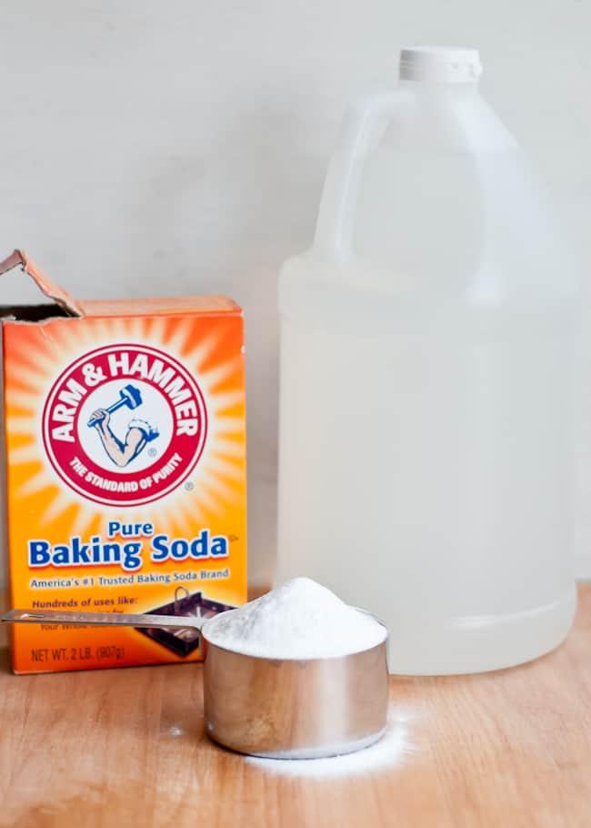 thanksgiving kitchen - baking soda+vinegar