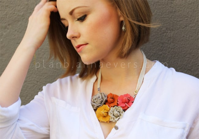 Leather flowers necklace | Hello Glow