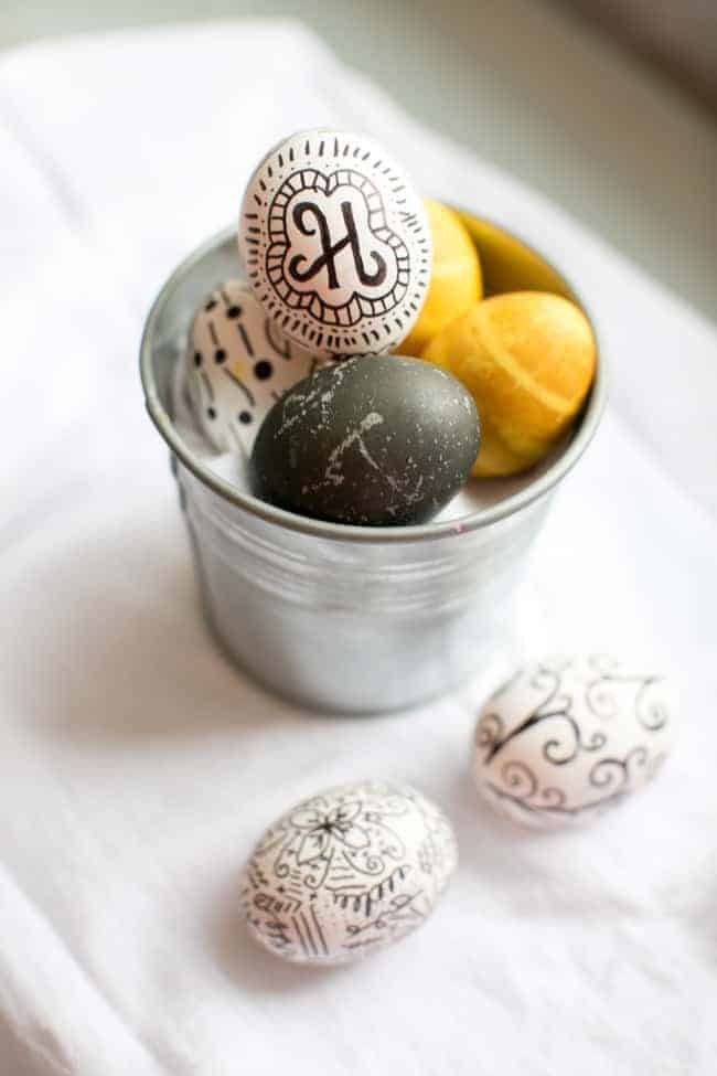 Black & White Sharpie Eggs | Hello Glow