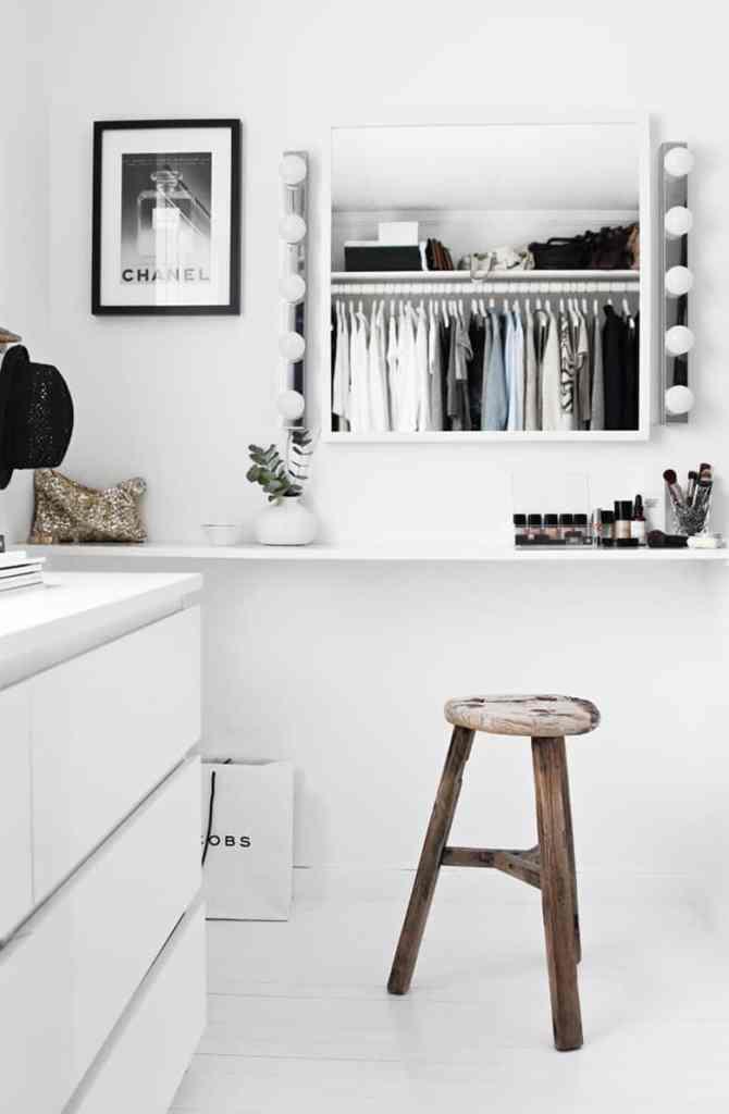 Minimal walk-in closet