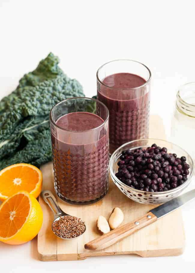 Wrinkle-Fighting Berry + Kale Smoothie | HelloGlow.co