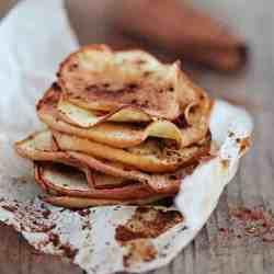 HEALTHY SNACK: Cinnamon Ginger Baked Apple Chips