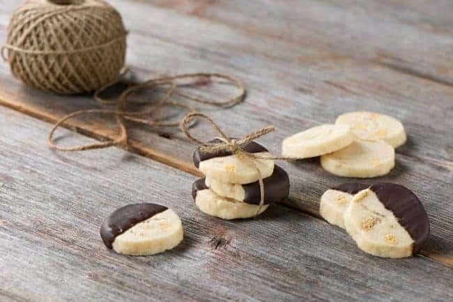 Maple Shortbread Cookies | HelloGlow.co
