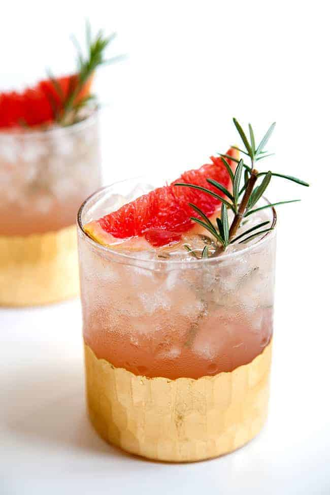 Grapefruit rosemary cocktail - Hello Glow