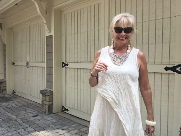Monochromatic Fashion| Fashion over 50| Hello I'm 50ish