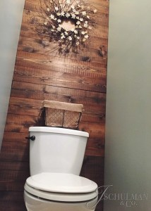 DIY Bathroom Accent Pallet Wall